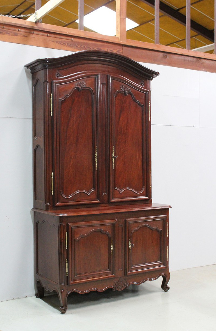 NEO GOTHIC STYLE BUFFET